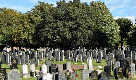 Organisation d'une cérémonie au cimetière à Rosières